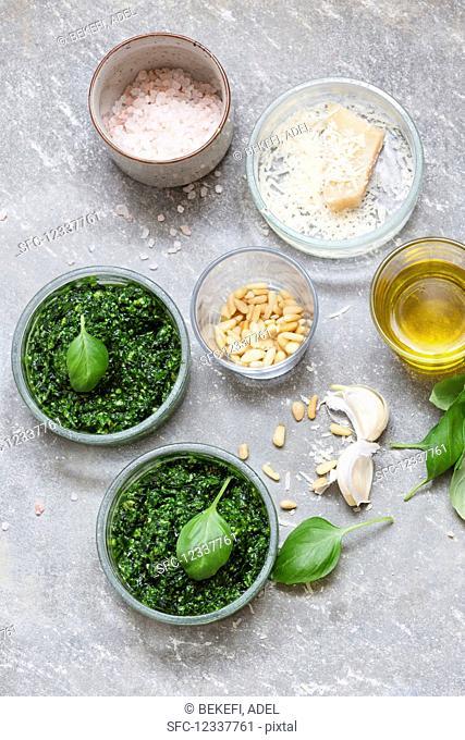 Basilicum pesto with ingredients