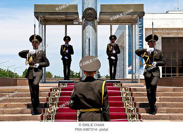Central Asia, Kyrgyzstan, Chuy province, capital Bishkek, Ala-Too place, State historical museum, changing of the guard
