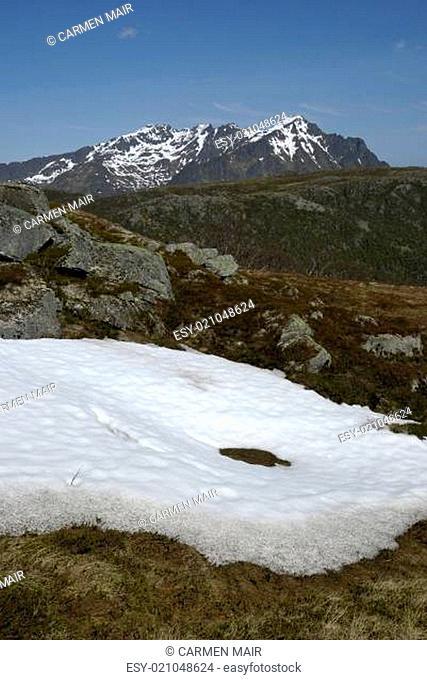 Schneefeld auf dem Steinstinden bei Stamsund