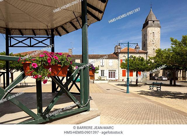 France, Gers, Lannepax, village square