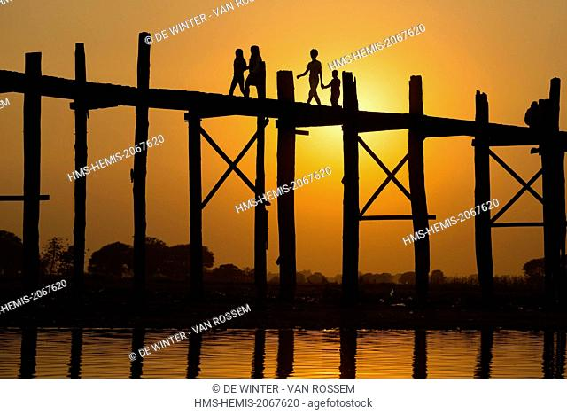 Myanmar (Burma), Mandalay Division, Amarapura, U Bein Bridge at Sunset