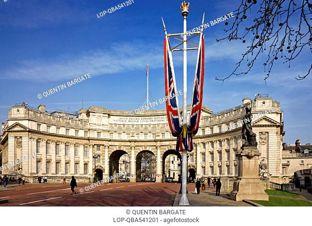 England, London, The Mall. Admiralty Arch, a large office building incorporating an archway providing road and pedestrian access between The Mall and Trafalgar...