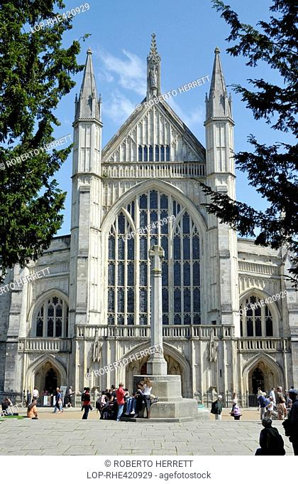 England, Hampshire, Winchester, Tourists by the war memorial outside the west entrance to Winchester Cathedral