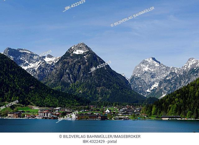 Overlooking Pertisau at Lake Achen, Karwendel mountains with Tristenkopf and Bettkarspitze behind, Tyrol, Austria