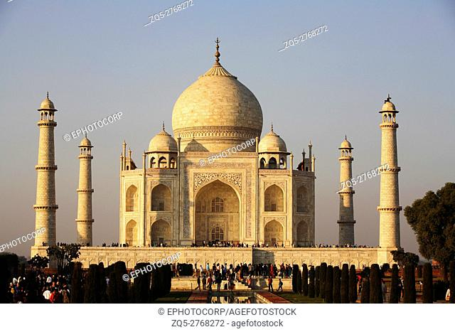 Taj Mahal in evening light, Uttar Pradesh, India