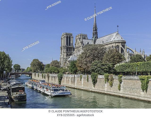 Bateau-Mouche tour boat on the Seine river with Notre-Dame-de-Paris cathedral in the background, Paris, France