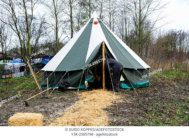 Dunkerque, France. Newly build tent, donated by volunteers, in The Jungle, camp for illegal migrants bound for the UK