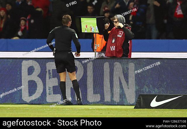 firo: 19.01.2020 Football, Soccer: 1. Bundesliga, season 2019/2020 Hertha BSC Berlin - FCB FC Bayern Munich Muenchen 0: 4 referee, referee, referee