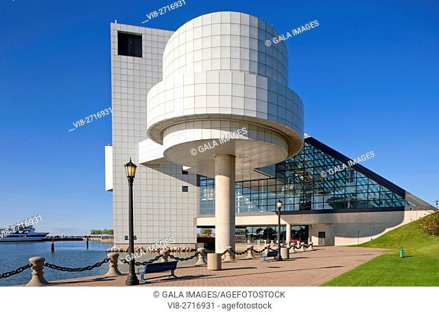 ROCK AND ROLL HALL OF FAME WATERFRONT DOWNTOWN CLEVELAND OHIO USA