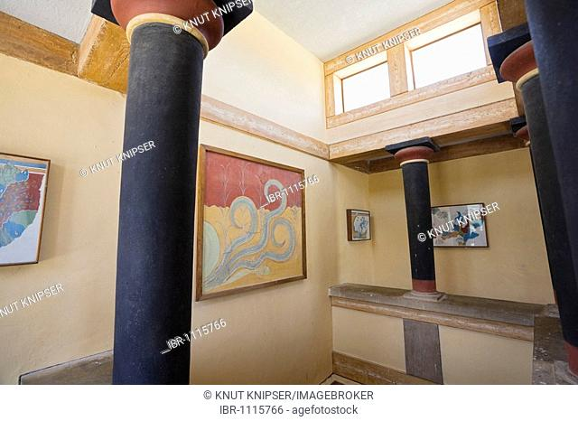 Reconstructed room on the grounds of the Minoan excavation of Knossos, Heraklion, island of Crete, Greece, Europe