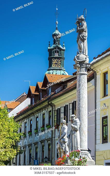 Building facade and Marian column. Skofja Loka. Upper Carniola region. Slovenia, Europe