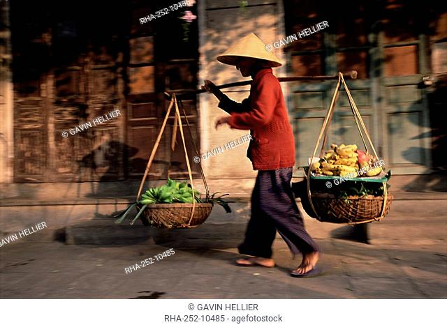 Woman carrying fruit and vegetables, Hoi An, central Vietnam, Vietnam, Indochina, Southeast Asia, Asia