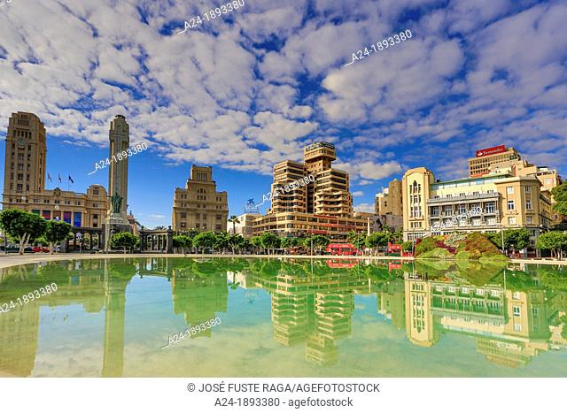 Spain , Canary Islands , Tenerife Island, Santa Cruz de Tenerife City , Down town, España Square, War monument