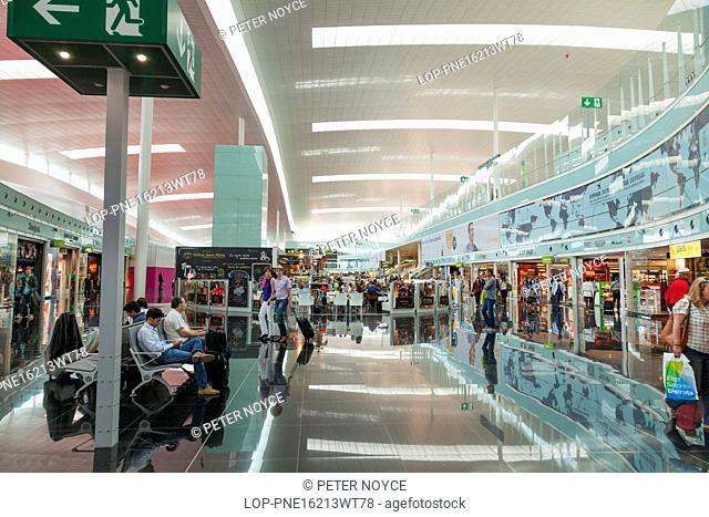 Spain, Catalonia, El Prat de Llobregat. Shopping area in departure hall of Barcelona Airport