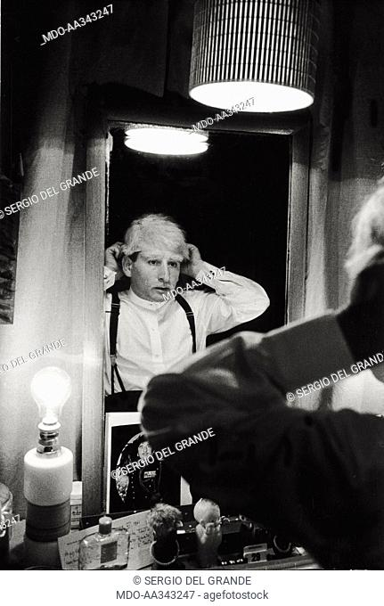 Renato Rascel at the make-up before coming on stage. The Italian actor Renato Rascel at Teatro Lirico with the musical comedy of Garinei and Giovannini 'Enrico...