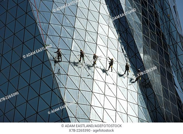 Doha. Qatar. Migrant workers cleaning the windows of the Al Bidda Tower