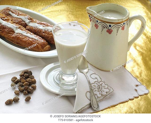 Horchata, groundnuts and fartons