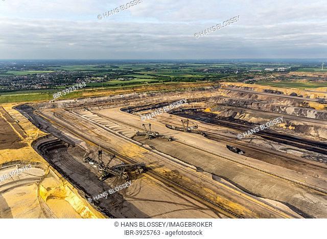 Aerial view, diggers in the Garzweiler surface mine, RWE Rheinbraun, Erkelenz, Lower Rhine, North Rhine-Westphalia, Germany