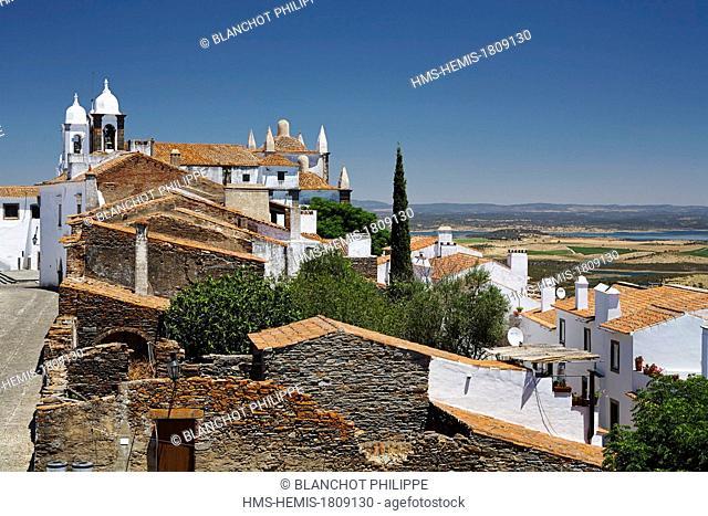 Portugal, Alentejo, fortified village of Monsaraz seen from the ramparts