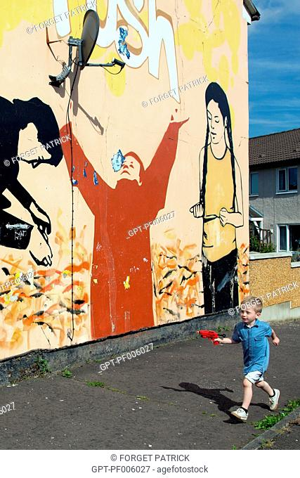 CHILD PLAYING WITH A PISTOL, MURALS ON THE WALLS OF HOUSES ON SHANKILL ROAD, HOPEWELL CRESCENT, WESTERN PROTESTANT QUARTER, BELFAST, ULSTER, NORTHERN IRELAND