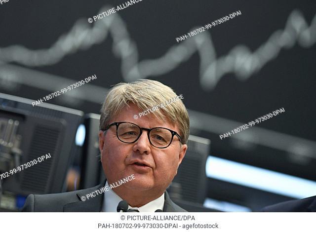 02 July 2018, Germany, Frankfurt: Chairman of the Deutsche Boerse AG, Theodor Weimer (L-R), Frank Mella, speaking on the floor of the Frankfurt stock exchange...