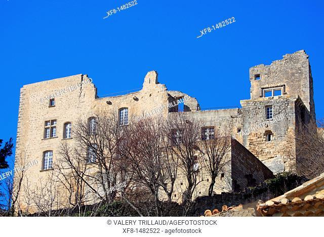 The picturesque perched village of Lacoste, Vaucluse, Luberon, Provence-Alpes-Côte d'Azur, France