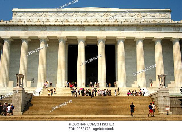Das Lincoln Memorial im Stil eines griechischen dorischen Tempels, Washington D.C., USA / Lincoln Memorial in the form of a Greek Doric temple, Washington D