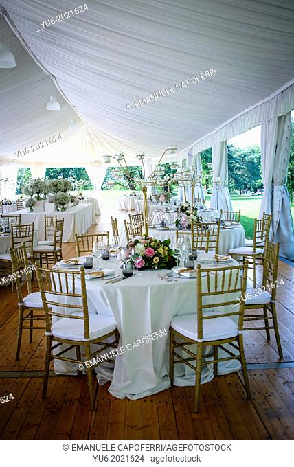 tables tensile structure in villa for wedding