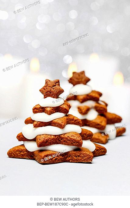 Gingerbread christmas tree. Beautiful xmas dessert. Copy space