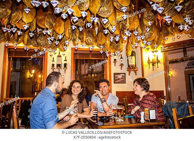 Friends in La Leonesa, calle Santo Domingo 2, Coruña city, Galicia, Spain
