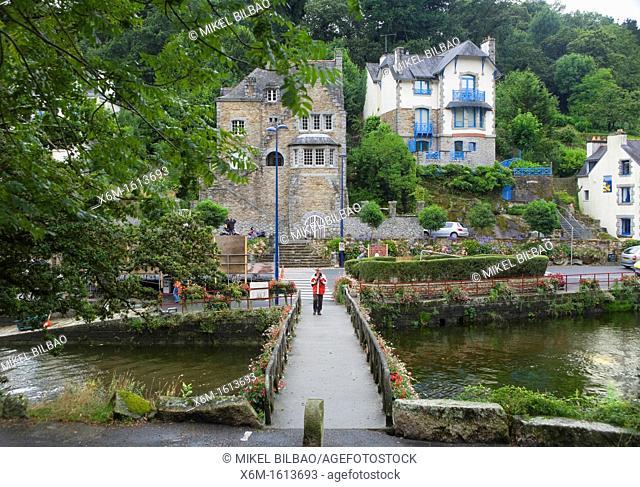 bridge, houses and river  Pont-Aven  Finistère department, Bretagne, northwestern France