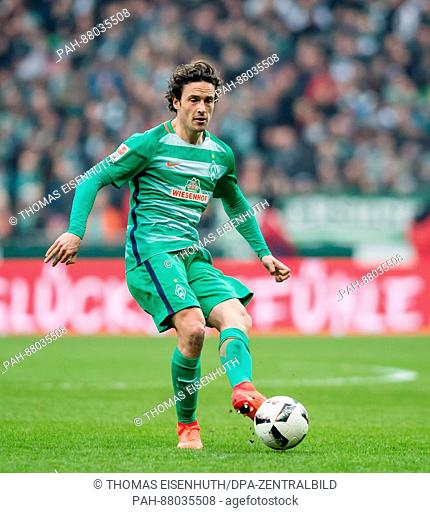 Thomas Delaney of Bremen plays the ball during the German Bundesliga soccer match between SV Werder Bremen and Borussia Moenchengladbach at the Weserstadium in...