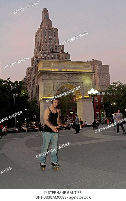 WASHINGTON SQUARE PARK, STARTING POINT FOR FIFTH AVENUE, GREENWICH VILLAGE, MANHATTAN, NEW YORK CITY, NEW YORK STATE, UNITED STATES