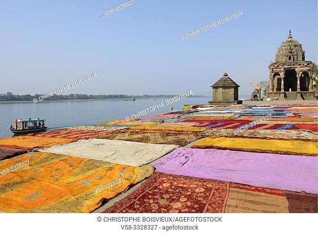 India, Madhya Pradesh, Maheshwar, Drying saris on the banks of the Narmada river