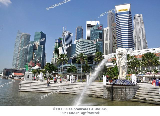 Singapore: the Merlion statue at the Marina Bay