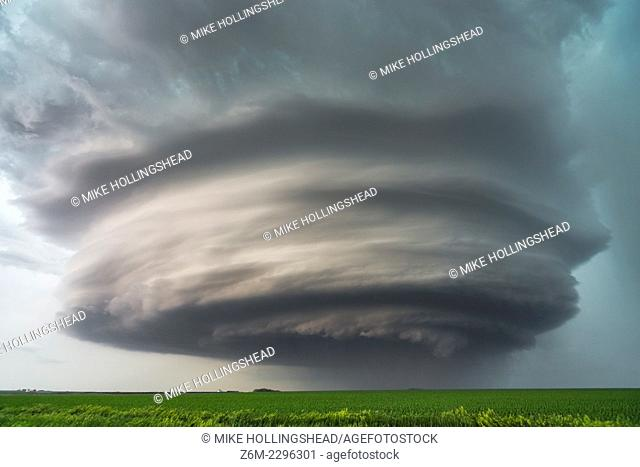 Supercell moves across the country near West Point Nebraska