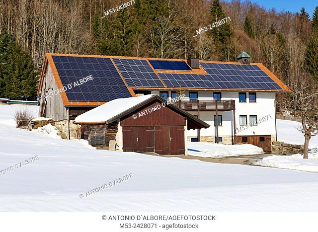 A cottage home with solar panels installed on its roof. Guglod. Freyung-Niederbayern. Bayern. Germany