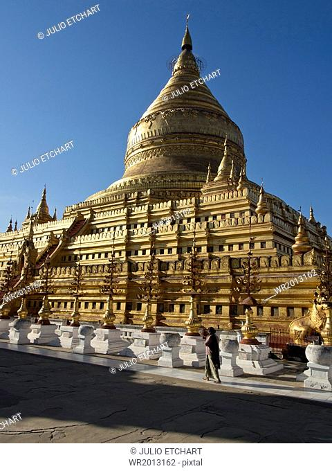 The Shwe Zigon, a Buddhist temple, Nyaung-U, near Bagan (Pagan), Myanmar (Burma), Asia