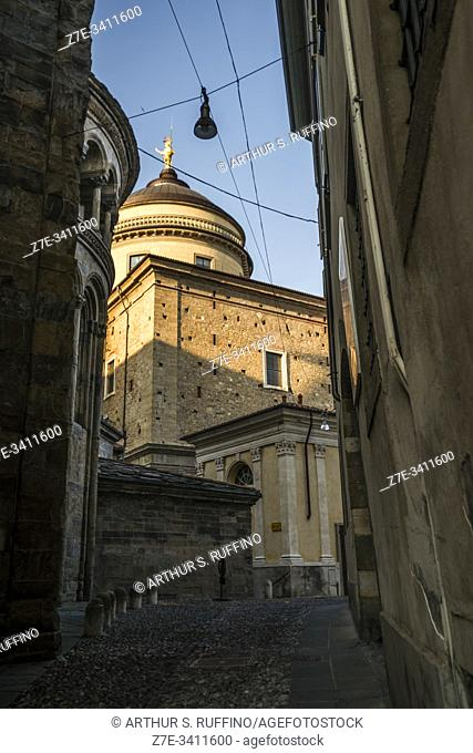 Angular, partial view of main apse of the Basilica of Santa Maria Maggiore with dome of the Bergamo Cathedral visible in the center