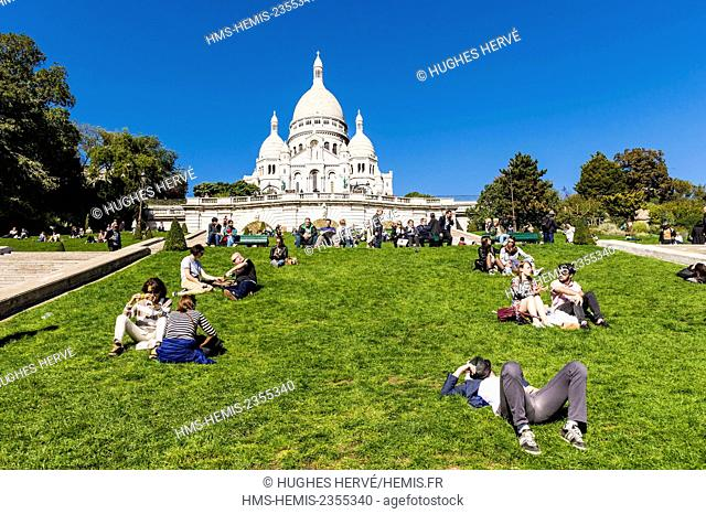 France, Paris, the hill of Montmartre and the Sacre Coeur