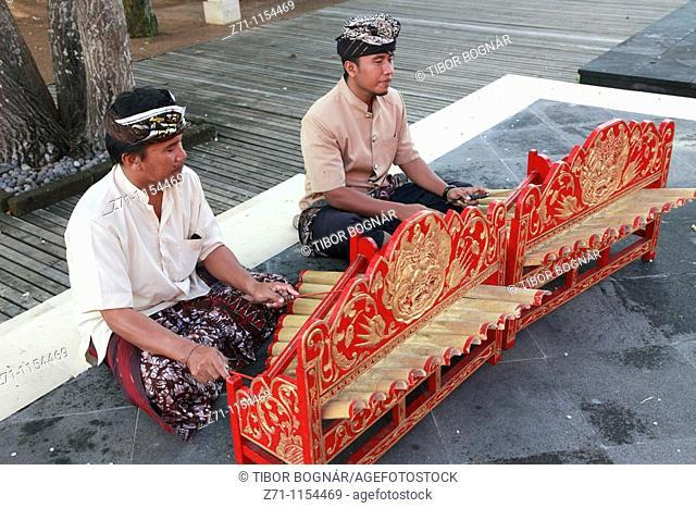 Indonesia, Bali, Sanur, gamelan musicians