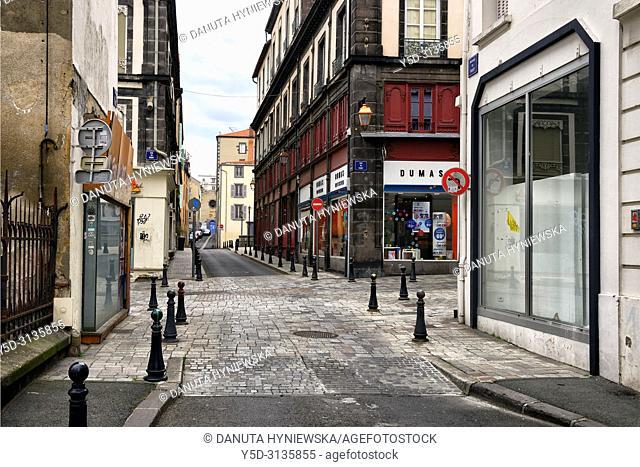 Rue du Port near Notre-Dame du Port Basilica, historic part of Clermont-Ferrand, Puy-de-Dôme, Auvergne, Auvergne-Rhône-Alpes, France, Europe