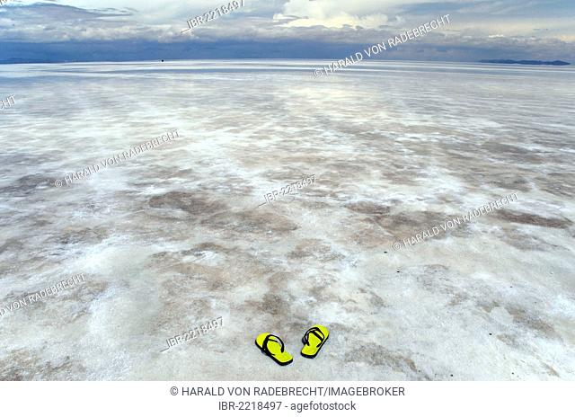 Flip flops on the Salar de Uyuni near Uyuni, Bolivian Altiplano, border triangle of Bolivia, Chile and Argentina, South America