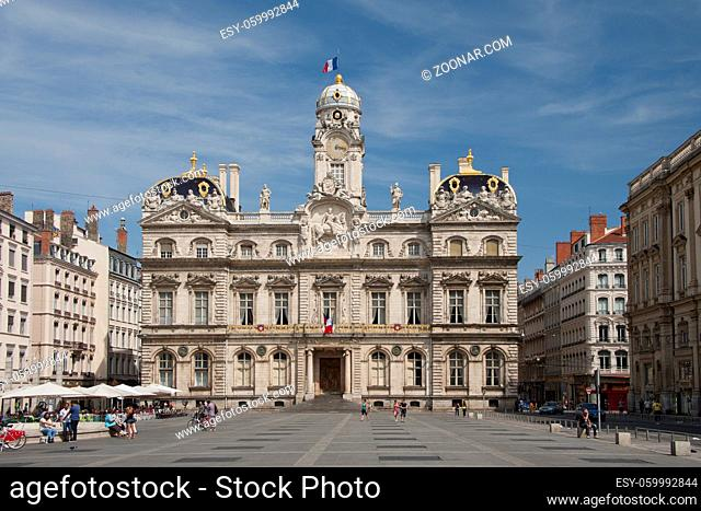 the city hall in place des terreaux