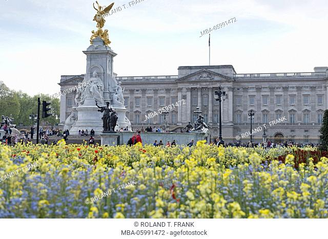 England, London, Buckingham Palace is the official residence of the British monarch