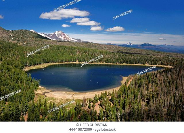 Three Creek Lake and Tam McArthur Rim, Deschutes National Forest, Cascade Mountain Range, Sisters, Central Oregon, Oregon, USAThree Sisters Wilderness