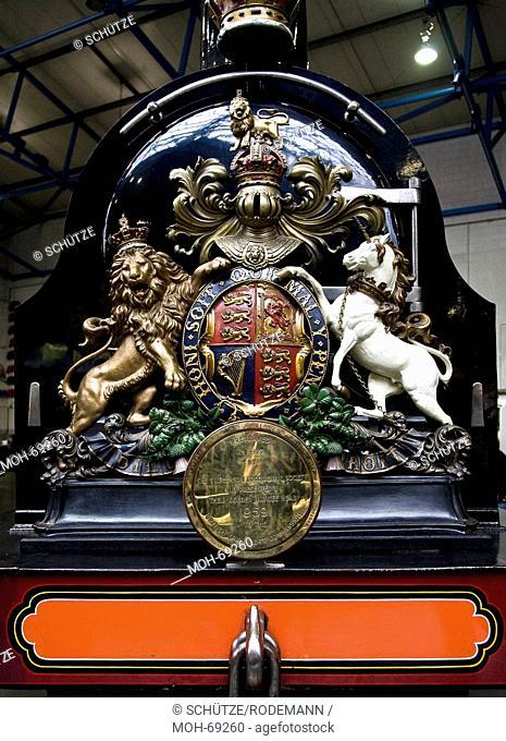York National Railway Museum. Britisches Staatswappen an einer Dampflok. Das National Railway Museum NRM in York ist Teil des britischen National Museum of...