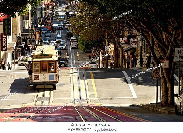 Cable car towards Union Square, San Francisco, California, USA