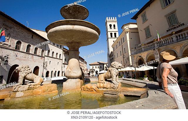 Piazza del Comune, Assisi, Umbria, Italy, Europe