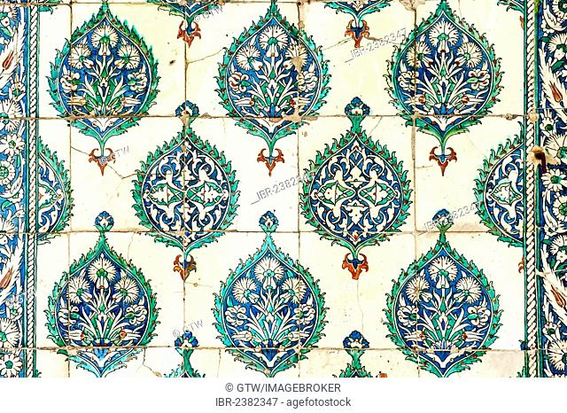 Painted tiles, Harem of the Topkapi Palace, Unesco World Heritage Site, Istanbul, Turkey